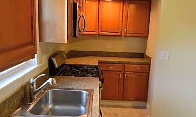 Kitchen, 75 Sunnyside St, 1