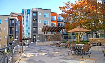 Courtyard, Ellington at Bellevue, 1