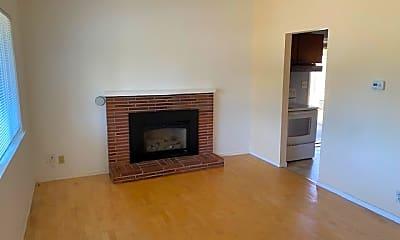 Living Room, 531 NE 180th St, 0
