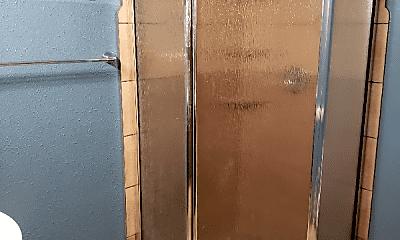 Bathroom, 2845 Holdrege St, 2