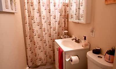 Bathroom, 79 Ring St, 2