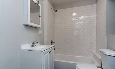 Bathroom, 857 N Hoyne Ave 3, 2