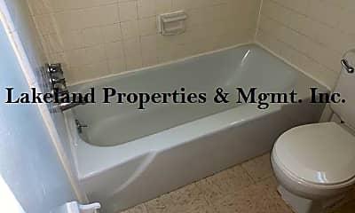 Bathroom, 817 W Carole St, 2