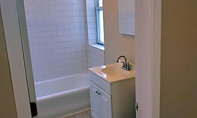 Bathroom, 4700 W Flournoy St, 2