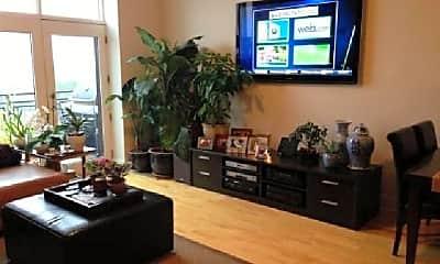 Living Room, 725 N Aberdeen St, 1