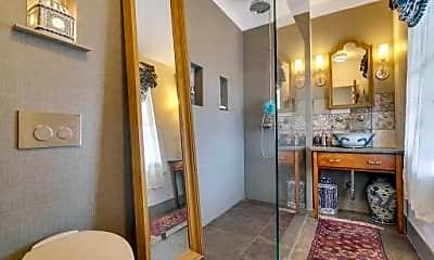 Bathroom, 489 Cedar Ave, 2