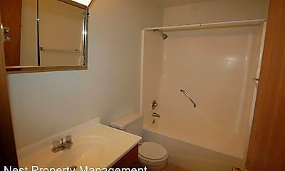 Bathroom, 365 Ellis Ave, 2