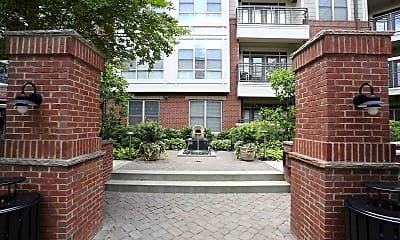 Courtyard, 712 Tucker, 2