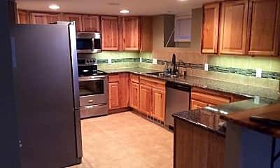 Kitchen, 404 E Oak St, 0