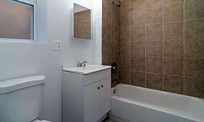 Bathroom, 4641 W Jackson Blvd, 2