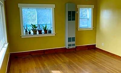 Living Room, 163 NW Vicksburg Ave, 1