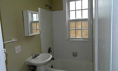 Bathroom, 5345 Cabanne Ave, 2