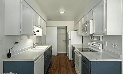 Kitchen, 926 Candlestar Loop S, 1
