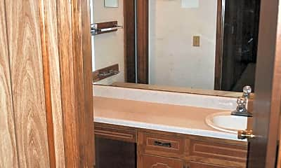 Bathroom, 806 Pennsylvania Ave NW, 2