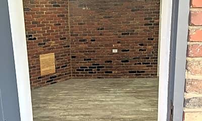 Patio / Deck, 406 W Maple St, 1