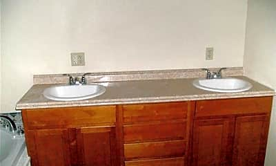 Bathroom, 1725 Drost St, 2