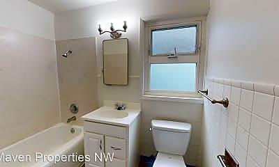 Bathroom, 3232 E Madison St, 2