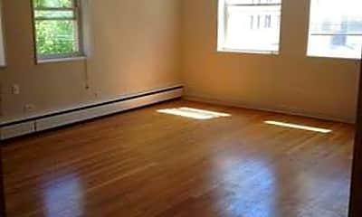 Living Room, 6120 N Kenmore Ave, 1