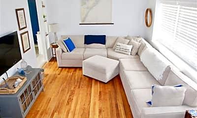 Living Room, 325 14th St S, 1