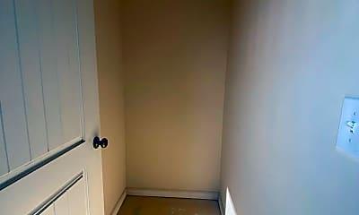 Bathroom, 101 Colonnade St, 2