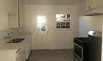 Living Room, 1315 N Summit Ave, 2