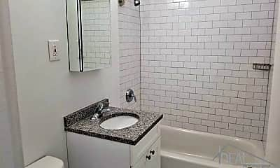Bathroom, 2792 Bragg St, 2