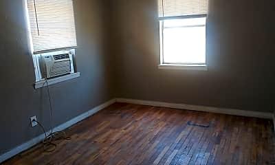 Bedroom, 81 N McMasters St, 2