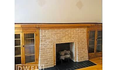 Living Room, 4068 N Kenmore Ave, 1
