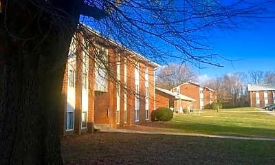 Courtyard, Ashton Heights Apartments, 1