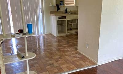 Living Room, 5106 Live Oak St, 2