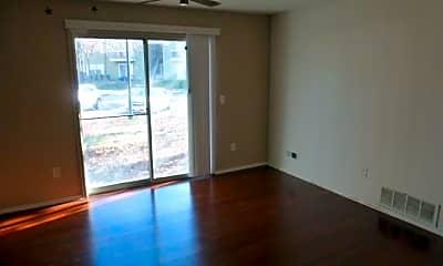 Living Room, 95 Club Pl, 1