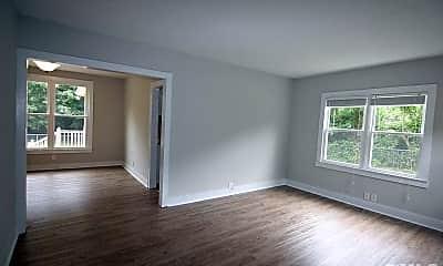 Living Room, 925 Jones Dairy Rd, 1