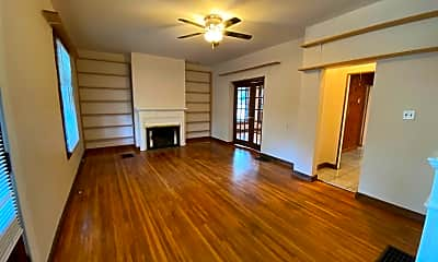 Living Room, 2334 Indianola Ave, 1