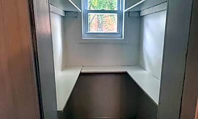 Bathroom, 3114 McElderry St, 2