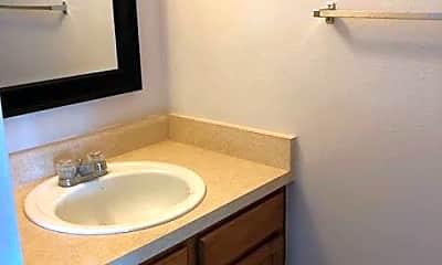 Bathroom, 1985 Mineola St, 2