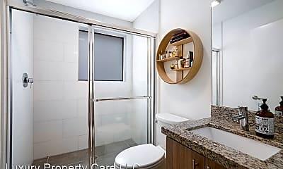 Bathroom, 165 NW 39th St, 2