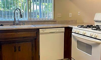 Kitchen, 660 Hillsdale Dr, 1