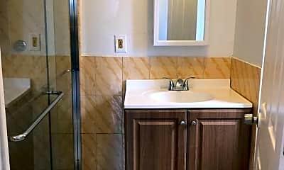 Bathroom, 84-38 Charlecote Ridge, 2