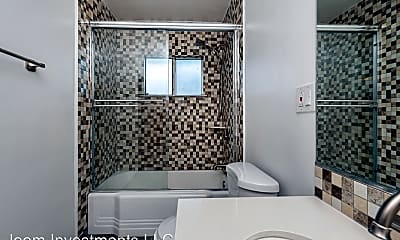 Bathroom, 818 Mayflower Ave, 1