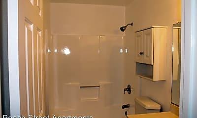 Bathroom, 660 Peach St, 2
