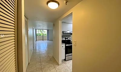 2625 Collins Ave 204, 1