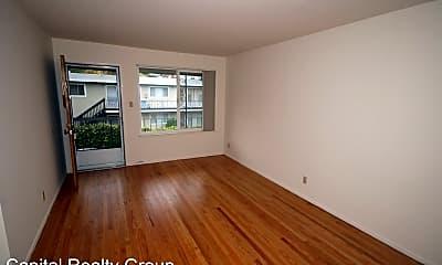 Living Room, 565 Chestnut St, 1