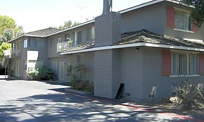 Building, 140 Carlton Ave, 1
