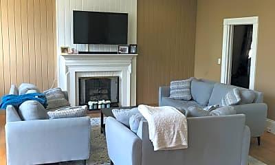 Living Room, 544 N Main St, 0