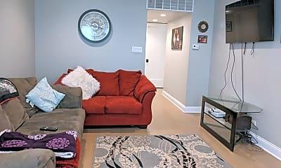 Bedroom, 4208 N Sacramento Ave, 1