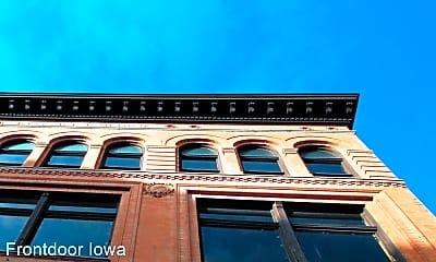 Building, 324 Brady St, 1