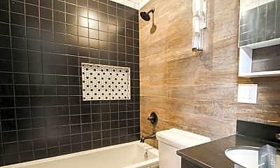 Bathroom, 447 Keap St, 2
