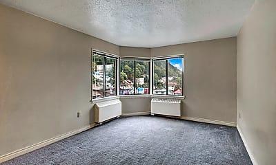 Mendenhall Apartments, 1