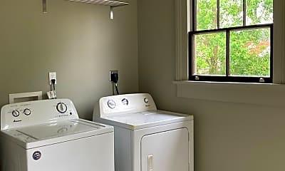 Bathroom, 918 Tricou St, 2