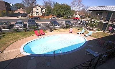 Pool, 600 E 53Rd St, 2
